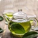 Зеленый чай Зеленый чай впервые появился в Китае около 5000 лет назад, распространился в Японии, Вьетнаме, Корее, Индонезии и Индии. В России зеленый чай появился в XVI веке, в Европе – в XVII. Зеленый чай пробовали выращивать в Средней Азии, в Крыму и на Кавказе. Сейчас зеленый чай производится в ...